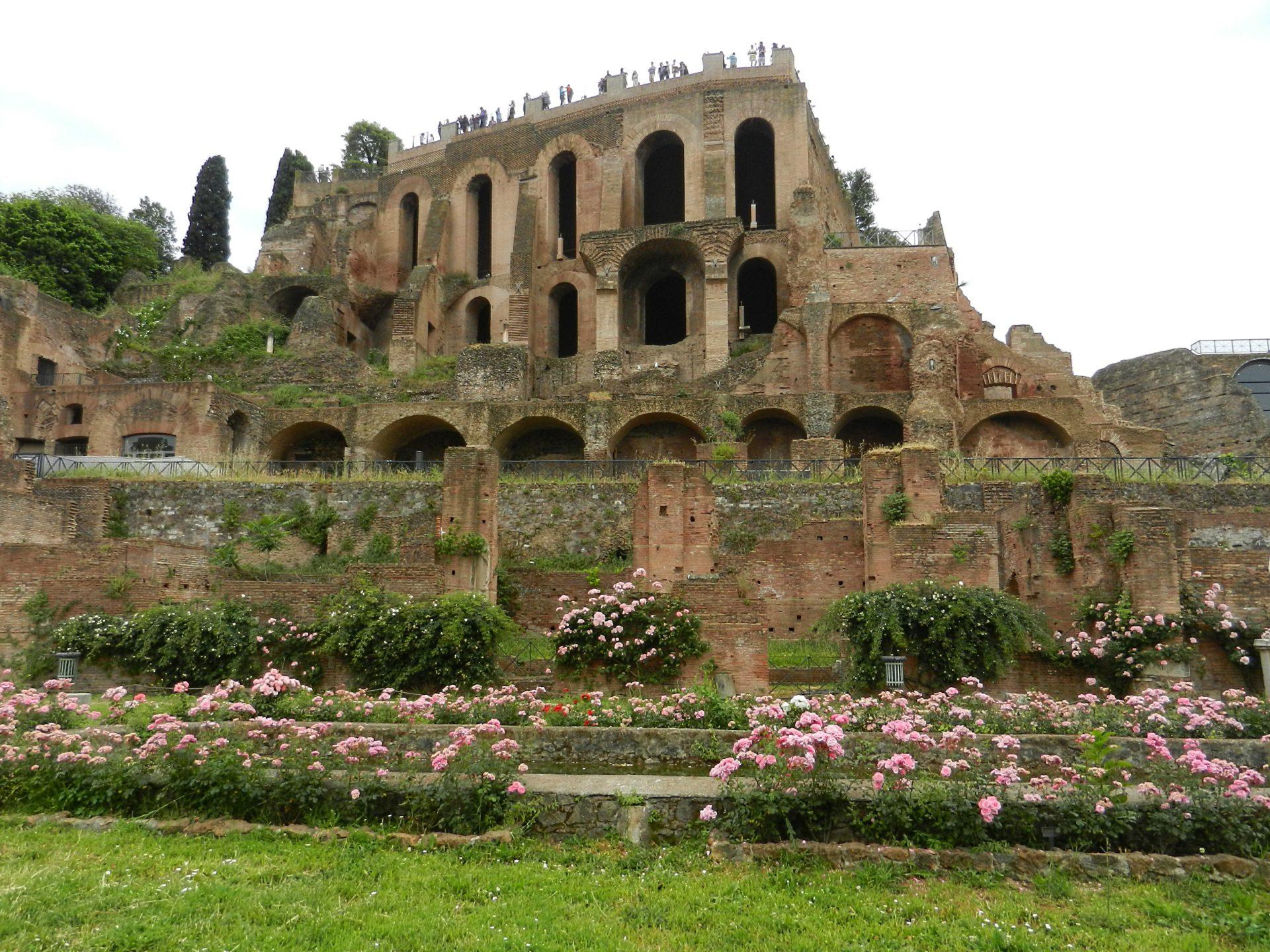 Domus tiberiana palatine hill rome italy the for Domus address